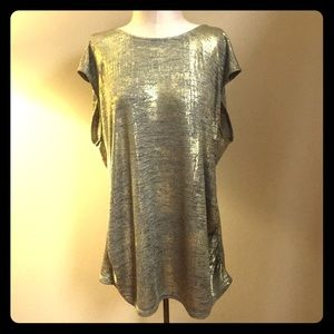 Sleeveless gold & black tunic